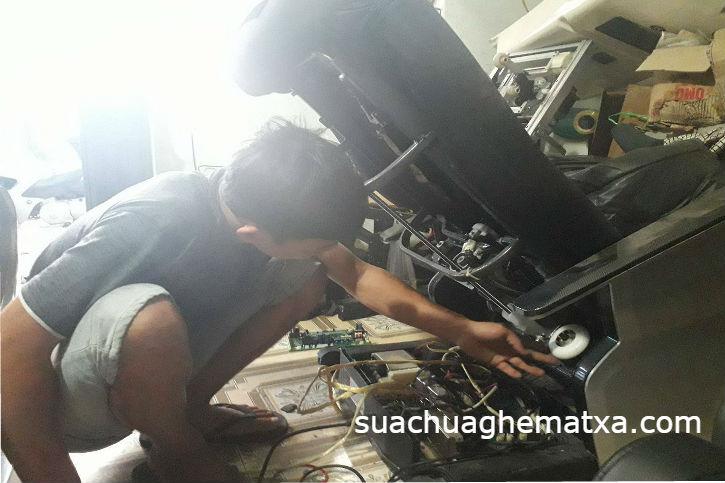Cười ra nước mắt vì gọi thợ sửa máy xông hơi tới sửa ghế matxa